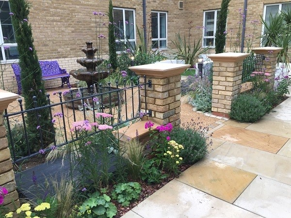 Manor ball top metal garden railings fitted between brick pillars