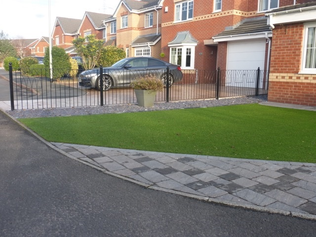 Abbey Metal Garden Fence Panels on a Residential Driveway