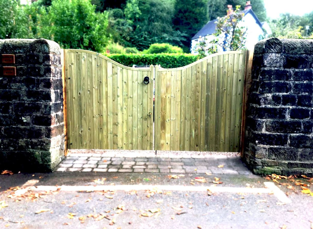 Low centre timber gates fitted to stone driveway entrance in Newcastle