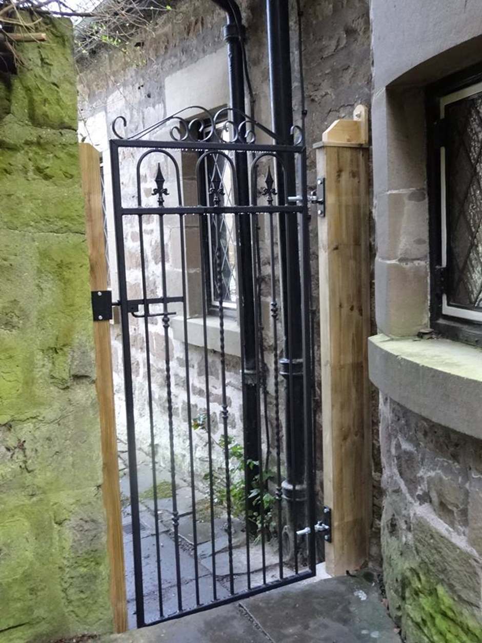 Case Study - Windsor Metal Side Gate – Dundee in Scotland