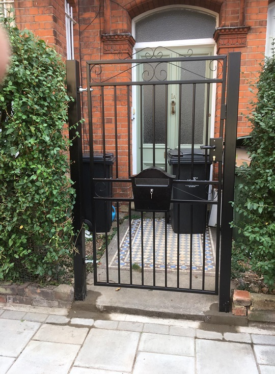 Marlborough iron pedestrian gate fitted with a lock