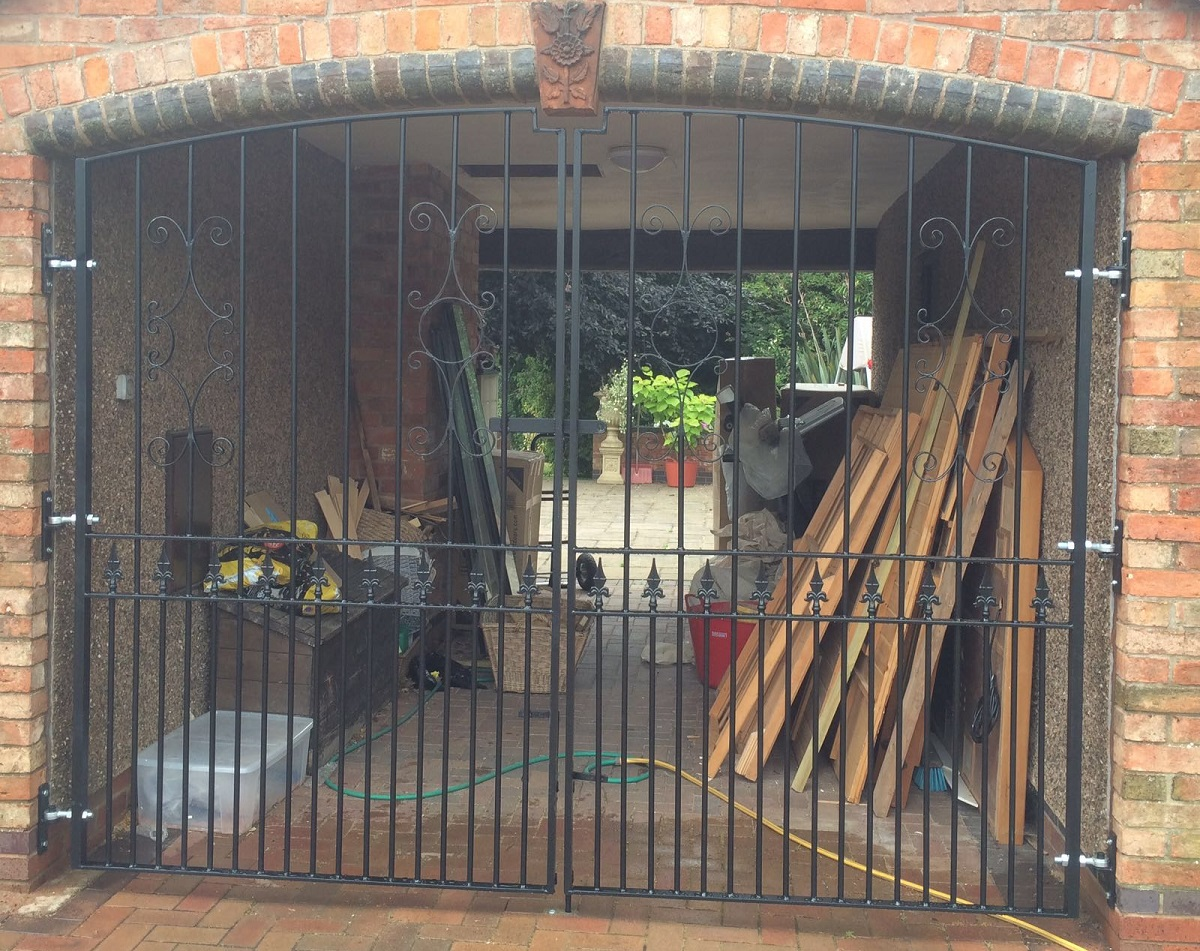 Made to measure Royal Grange wrought iron courtyard driveway gates