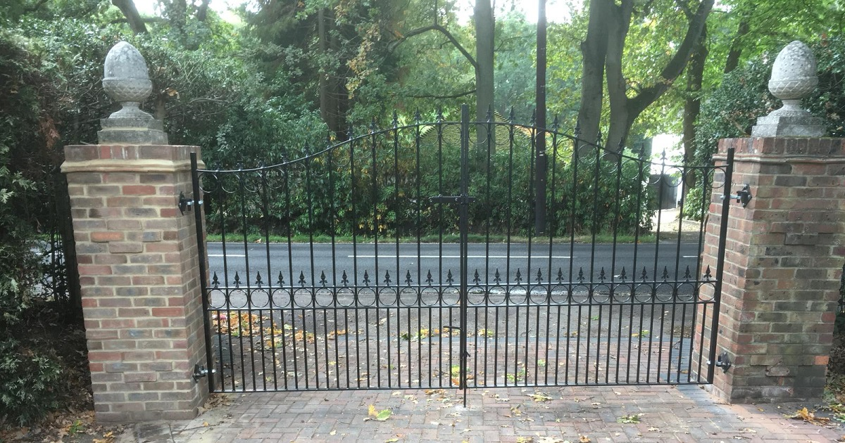 Royal Talisman shaped top wrought iron driveway gates