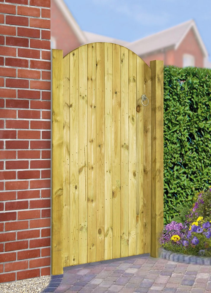 Carlton Tall Wooden Side Gate | Bow Top