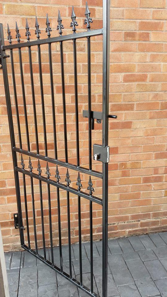Corfe Tall Metal Side Gate   Buy Corfe Tall Metal Side Gate