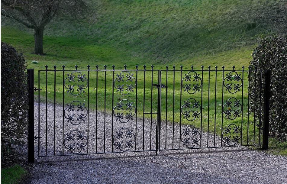 Cromwell Metal Driveway Gates - 3ft High