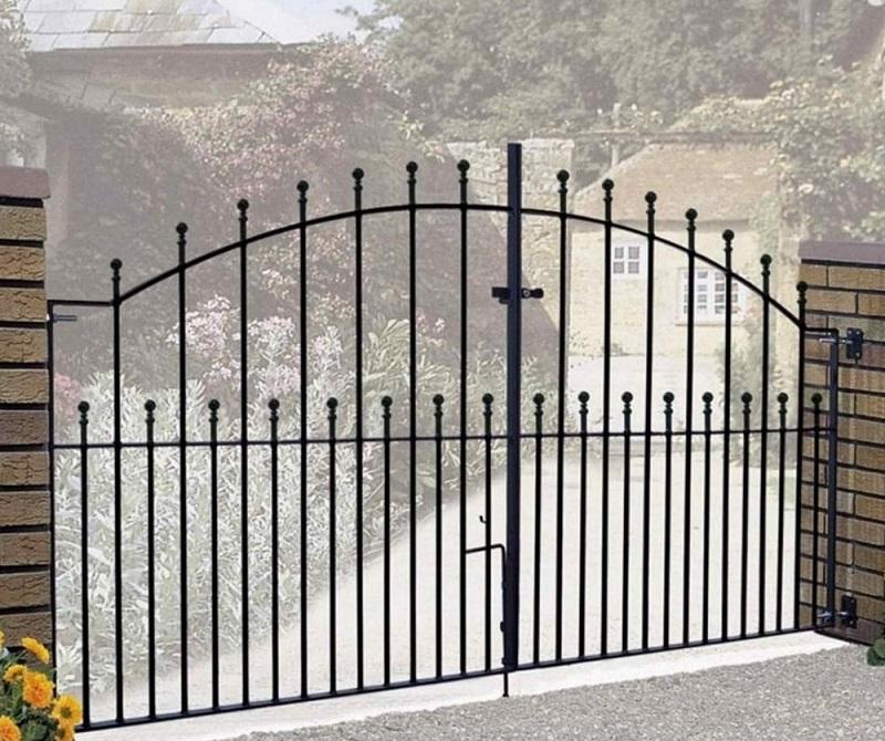 Manor Metal Driveway Gates