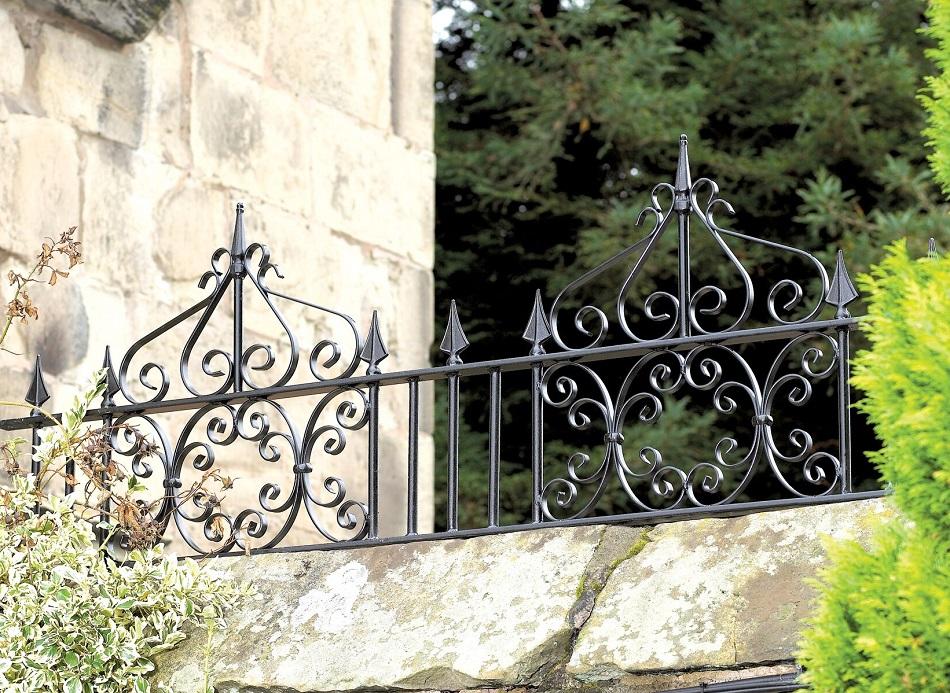Royal Monarch Wrought Iron Style Metal Garden Railings
