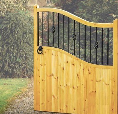 Salisbury Wooden Estate Gates | High Centre
