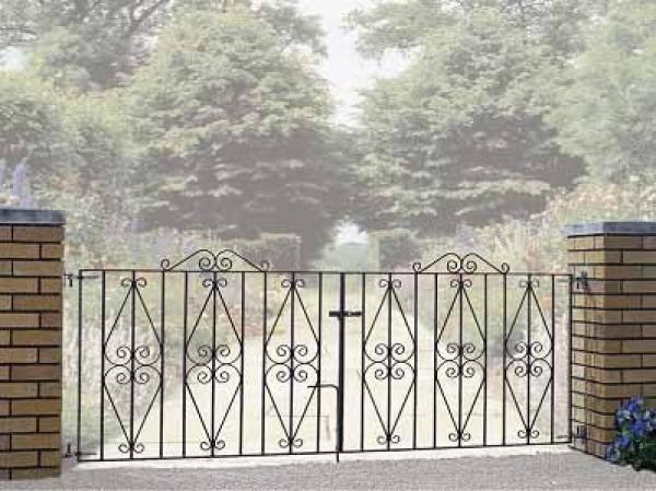 Stirling Metal Driveway Gates